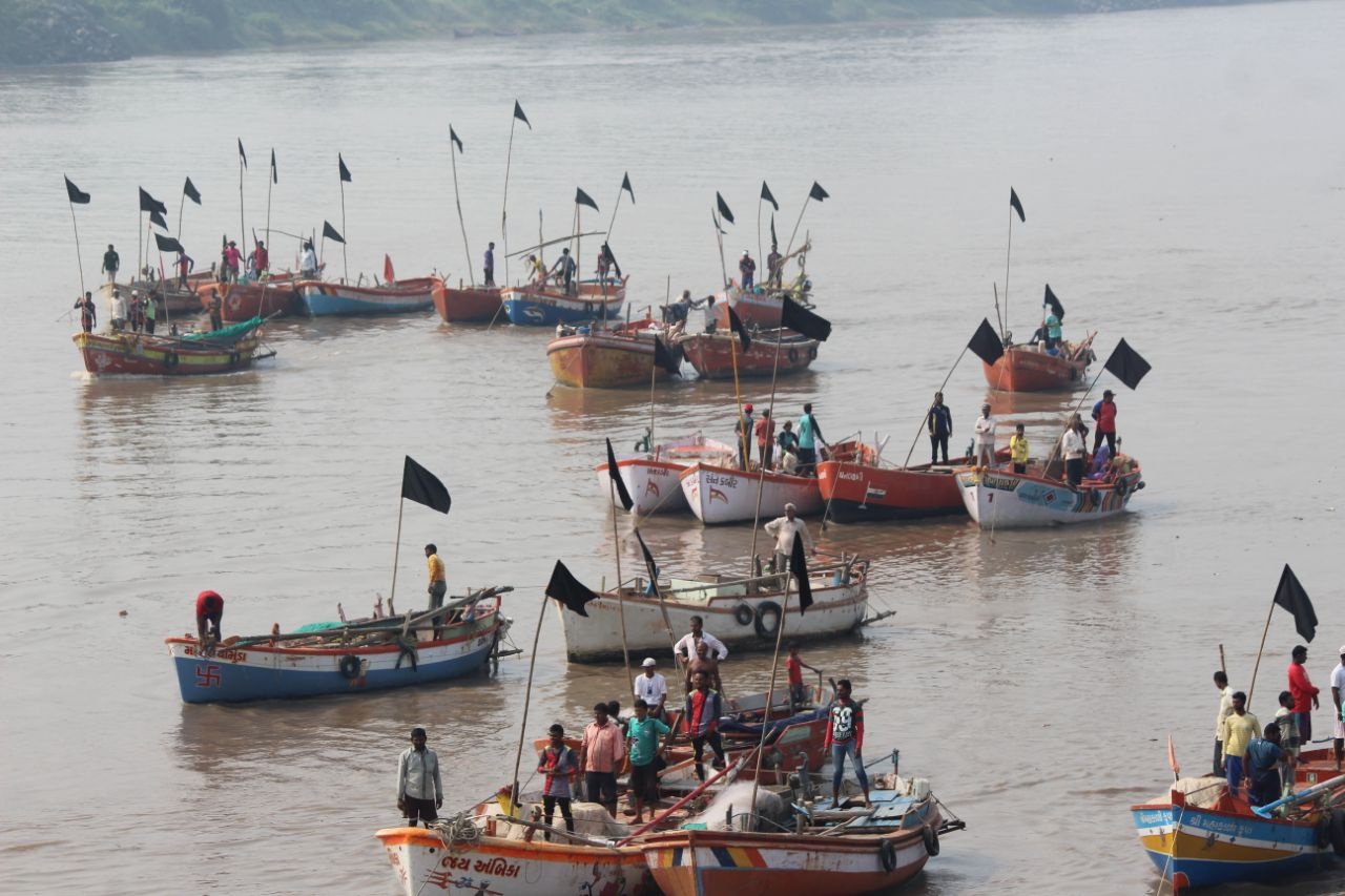 Why Did Fishermen in Bharuch Wave Black Flags at Narendra Modi?