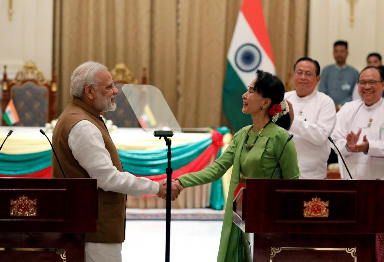 India's Prime Minister Narendra Modi and Myanmar's State Counselor Aung San Suu Kyi shake hands after their joint press conference in the Presidential Palace in Naypyitaw, Myanmar September 6, 2017. Credit: Reuters/Soe Zeya Tun