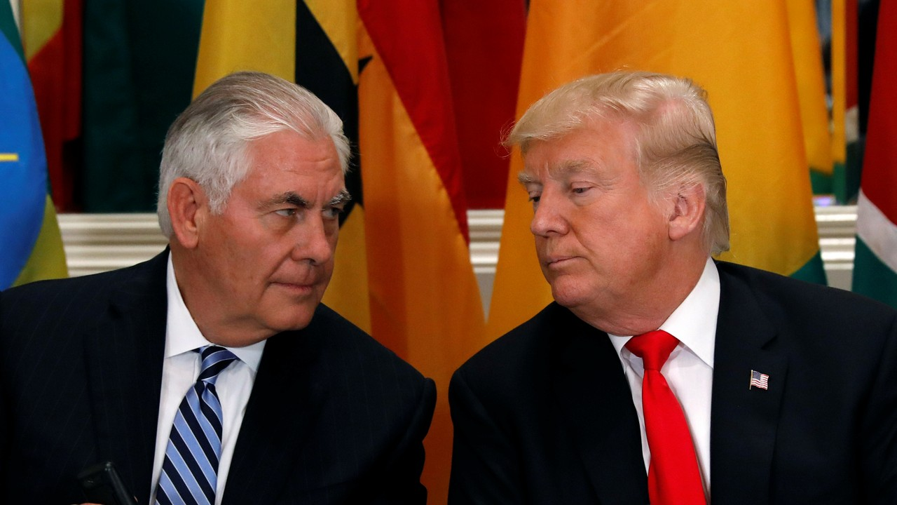 US President Donald Trump and Secretary of State Rex Tillerson confer during a working lunch with African leaders during the U.N. General Assembly in New York, U.S., September 20, 2017. Credit: Reuters/Kevin Lamarque