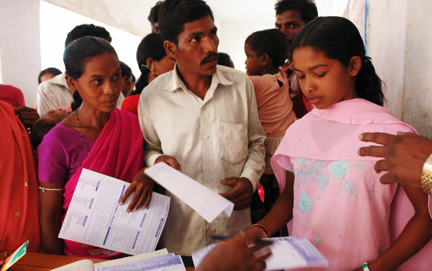 Beneficiaries enroll themselves for the Rashtriya Swasthya Bima Yojana in Andhra Pradesh. The programme has not led to any reduction in out-of-pocket expenditure by its 150 million beneficiaries, according to a new study. Credit: ILO in Asia and Pacific.