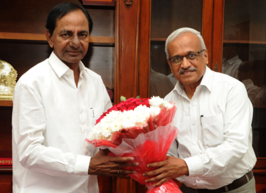 Newly appointed Telangana State Chief Information Commissioner Dr. Soma Raja Sadaram paid a courtesy call on CM KCR at Pragathi Bhavan