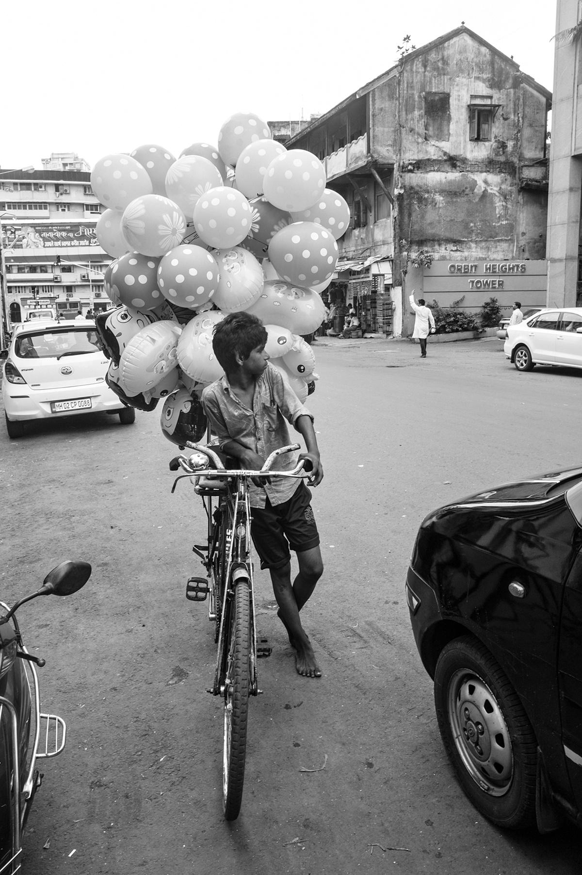 Boy selling Balloons, Bombay 2016. Image Copyright ©Sooni Taraporevala, Image Courtesy: Sunaparanta