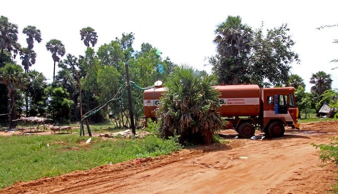 A tanker being filled with groundwater in Kalanji, a village 30km north of Chennai city centre. Credit: Author provided