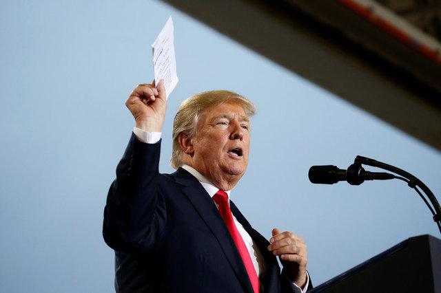 Trump Threatens to Revoke Licenses of Major Media Networks Over 'Fake News'