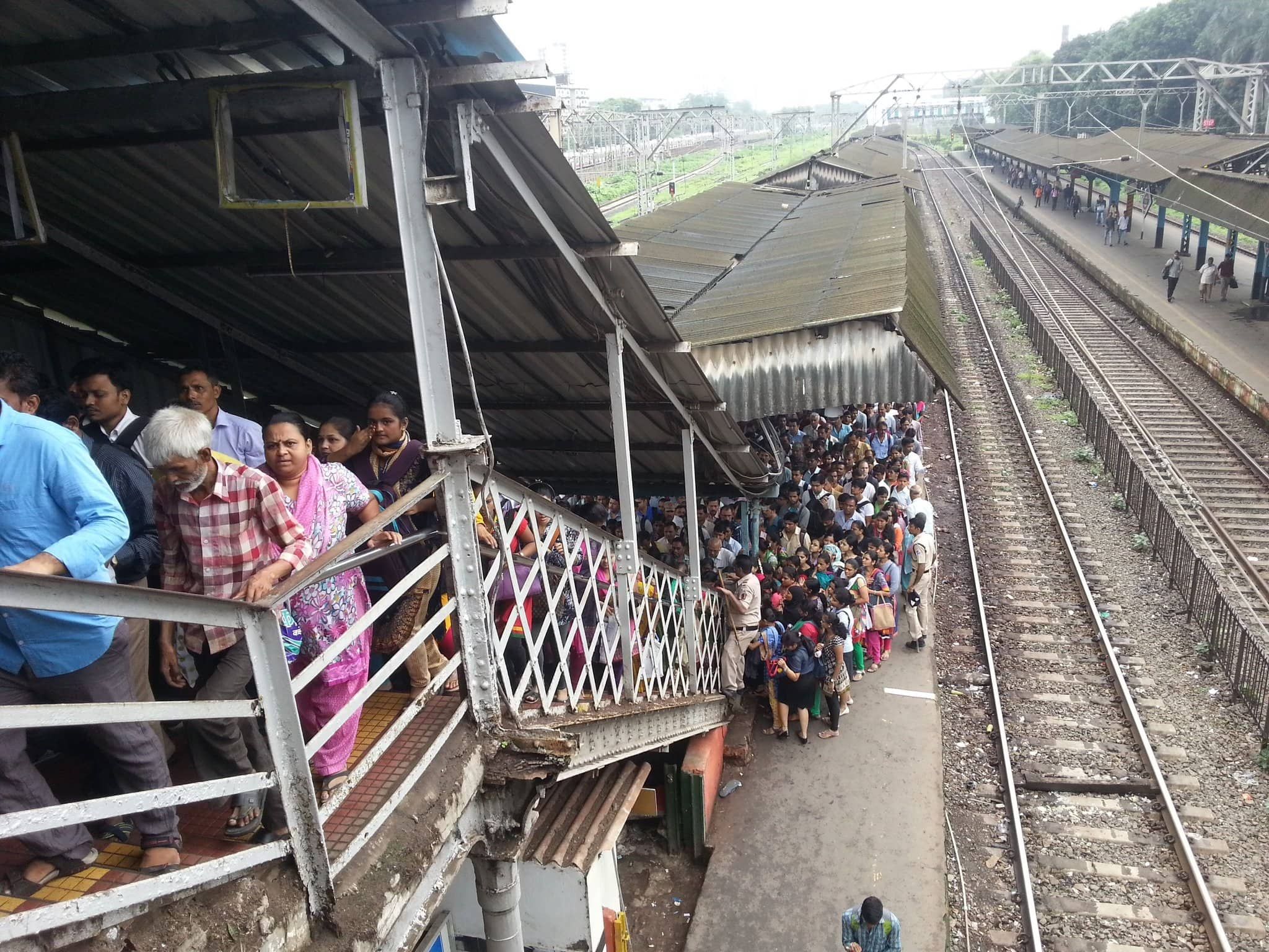 A view of how the foot overbridge in Mumbai's Elphinstone station looked a few months before the stampede took place. Credit: Twitter
