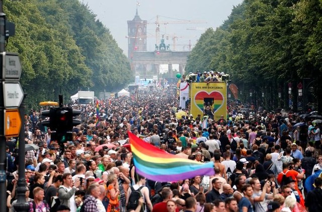 Marriage Equality Dawns in Germany With the First Same Sex 'I Do'