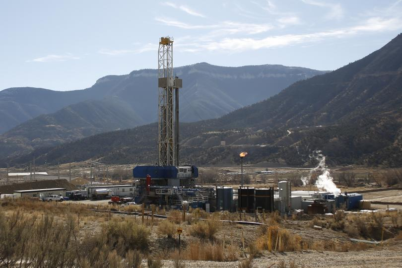 A WPX Energy natural gas drilling rig north of Parachute, Colorado, December 9, 2014. Reuters/Jim Urquhart