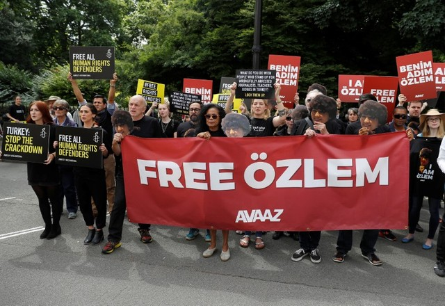 Demonstrators protest against the detention of Avaaz activist Ozlem Dalkiran outside Turkey's embassy in London, Britain July 25, 2017. Credit: Reuters