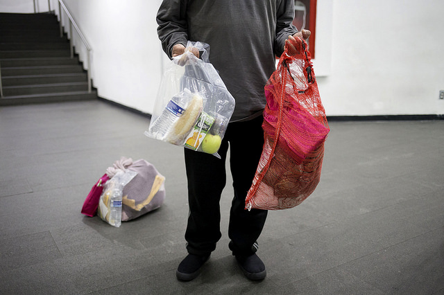 A kit with toiletries, a sandwich, a beverage and fruit received from the Mexican authorities by a deportee who just arrived to the Mexico City airport on a plane from the United States. Credit: IPS