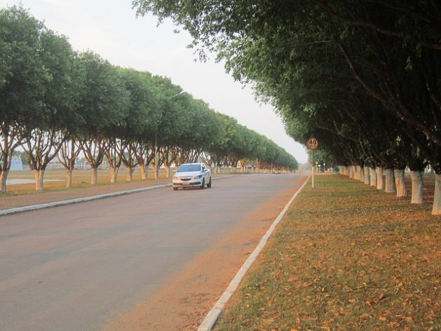 One of the new avenues in Paranaita, whose population rose 70 percent between 2010 and 2014, which threatened to bring about a collapse in public services, during the nearby construction of two hydroelectric dams on the Teles Pires river, at the gateway to Brazil's Amazon jungle region. Credit: IPS