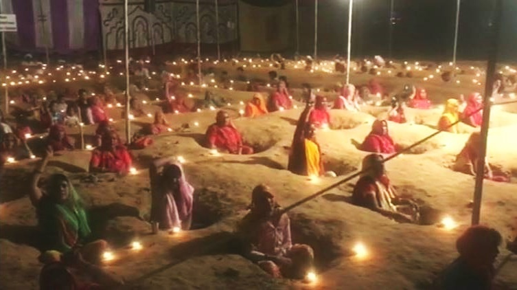 Rajasthan's Half-Buried Farmers Continued Their Protest Against Land Acquisition on Diwali