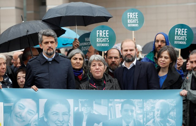 Eight Rights Activists Released on Bail in Terrorism Trial by Turkish Court