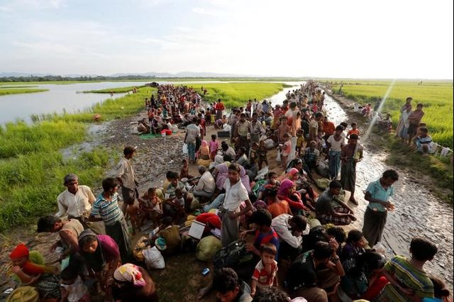 Rohingya refugees who crossed the border from Myanmar a day before, wait to receive permission from the Bangladeshi army to continue their way to the refugee camps, in Palang Khali, Bangladesh October 17, 2017. Credit: Reuters