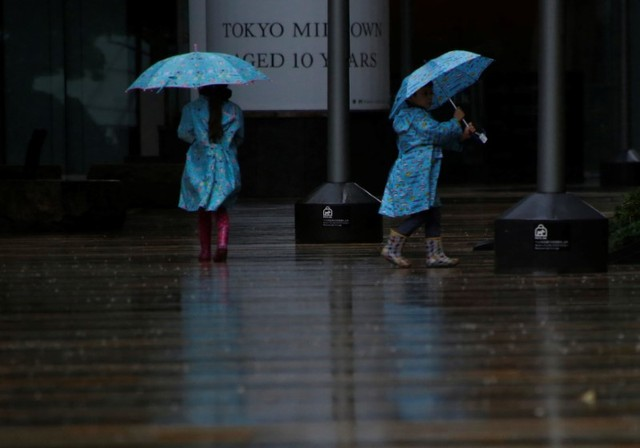 Typhoon Lan Leaves Three Dead in Japan as It Heads out to Sea