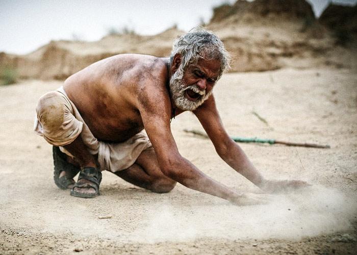 'Kadvi Hawa' Tries Hard, But Fails Its Cause
