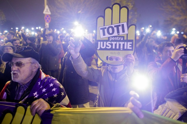 Thousands Rally in Romania Against Government's Judicial Overhaul Plans