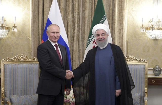 Russian President Vladimir Putin (L) shakes hands with his Iranian counterpart Hassan Rouhani during a meeting in Tehran, Iran November 1, 2017. Credit: Reuters/Sputnik/Alexei Druzhinin/Kremlin