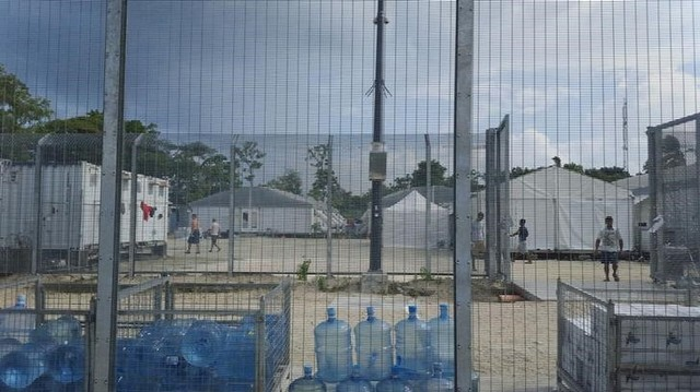 Despite Power and Water Cuts, Asylum Seekers Refuse to Leave PNG Camp