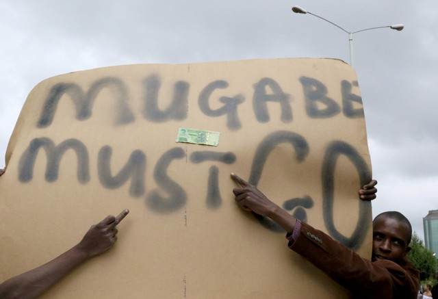 Protesters calling for Zimbabwean President Robert Mugabe to step down take to the streets in Harare, Zimbabwe, November 18, 2017. Credit: Reuters/Philimon Bulawayo/Files