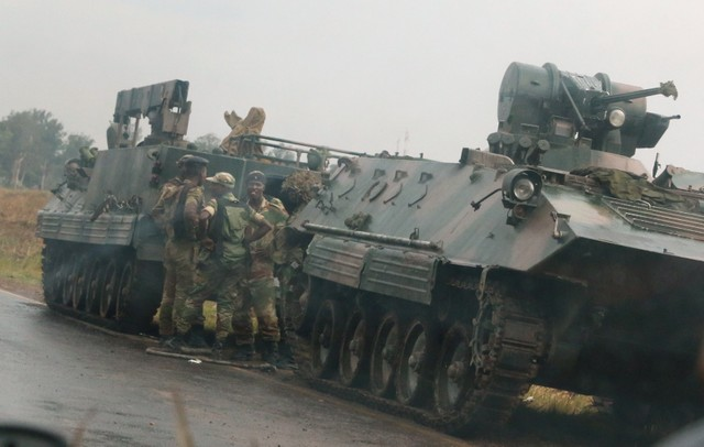 Soldiers stand beside military vehicles just outside Harare,Zimbabwe,November 14,2017. Credit: Reuters/Philimon Bulawayo