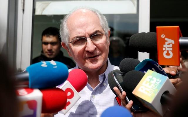 Venezuela Opposition Leader Antonio Ledezma Flees to Colombia