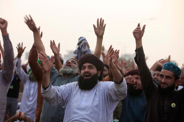 Pakistan Authorities Issue 'Last Warning' to Islamists Blocking Route Into Islamabad