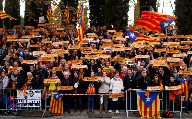 Protesters Flood Barcelona Demanding Release of Separatist Leaders