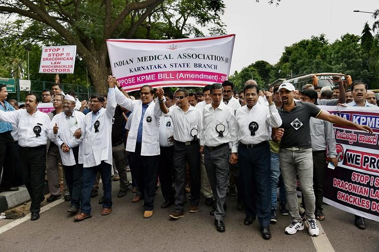 Members of Indian Medical Association of Karnataka protest against the amendments to the KPME Act. Credit: PTI