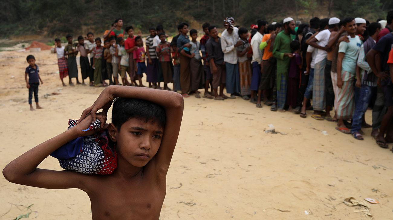 Rohingya refugees line up to receive blankets outside Kutupalong refugee settlement near Cox's Bazar, Bangladesh. Credit: Reuters