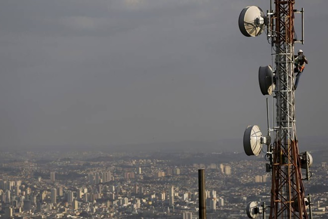 Telecom Department Mulls Allocating Valuable V-Band Spectrum Without Auctions