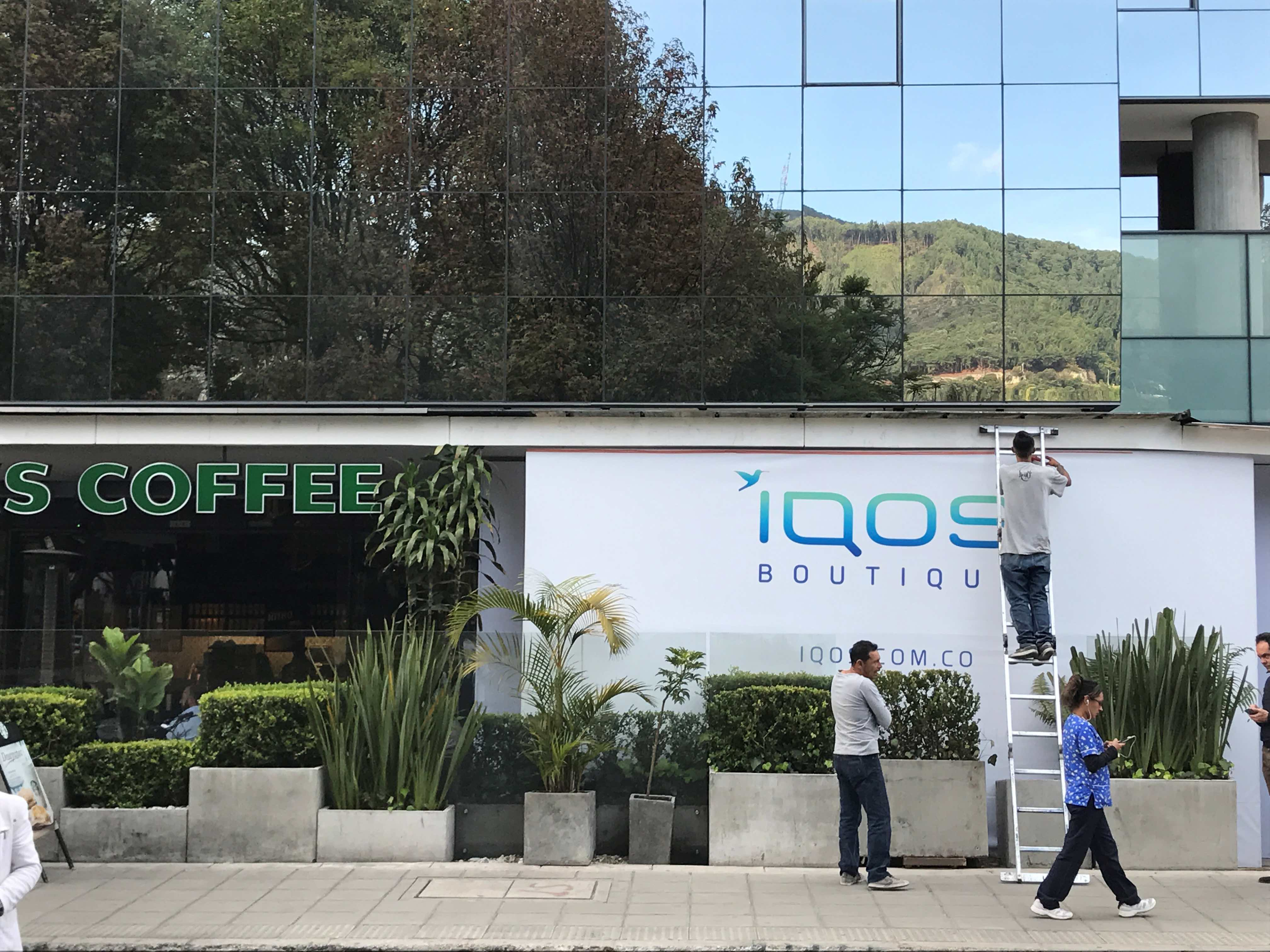 Work on a wall outside an iQOS boutique being developed in Bogota, Colombia, on September 21, 2017, to promote the new Philip Morris product. Picture taken September 21, 2017. Credit: Reuters/Duff Wilson