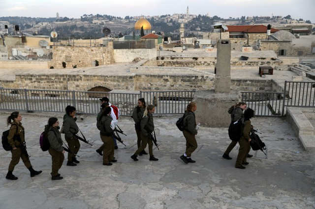 Israeli soldiers tour an area in Jerusalem's Old City December 5, 2017 Credit: Reuters/Ammar Awad