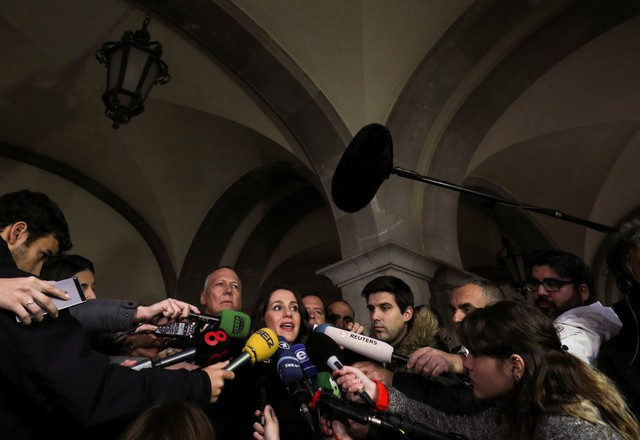 Ciudiadanos party leader in Catalonia, Ines Arrimadas, speaks to journalists during a campaign stop in Figueres, Spain, December 15, 2017. Credit: Reuters/Albert Gea