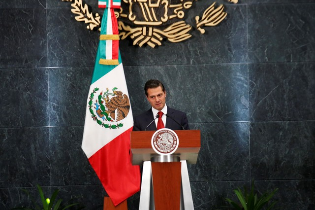 Mexican President Enrique Pena Nieto announces the resignation of Education Minister Aurelio Nuno (not pictured) during a ceremony at Los Pinos Presidential Residence in Mexico City, Mexico December 6, 2017. Credit: Reuters/Carlos Jasso