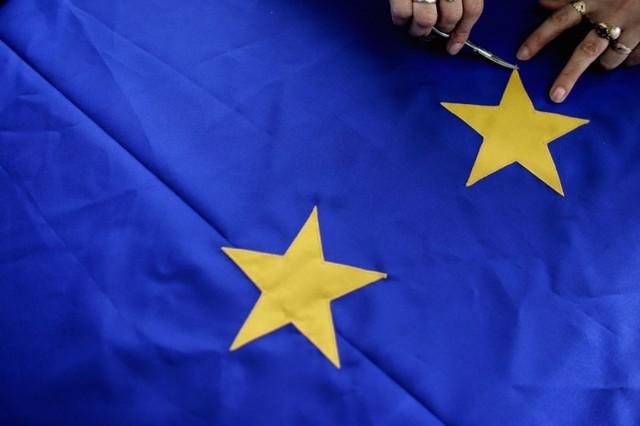 EU Exec to Propose Deeper Euro Zone Integration to Unite EU