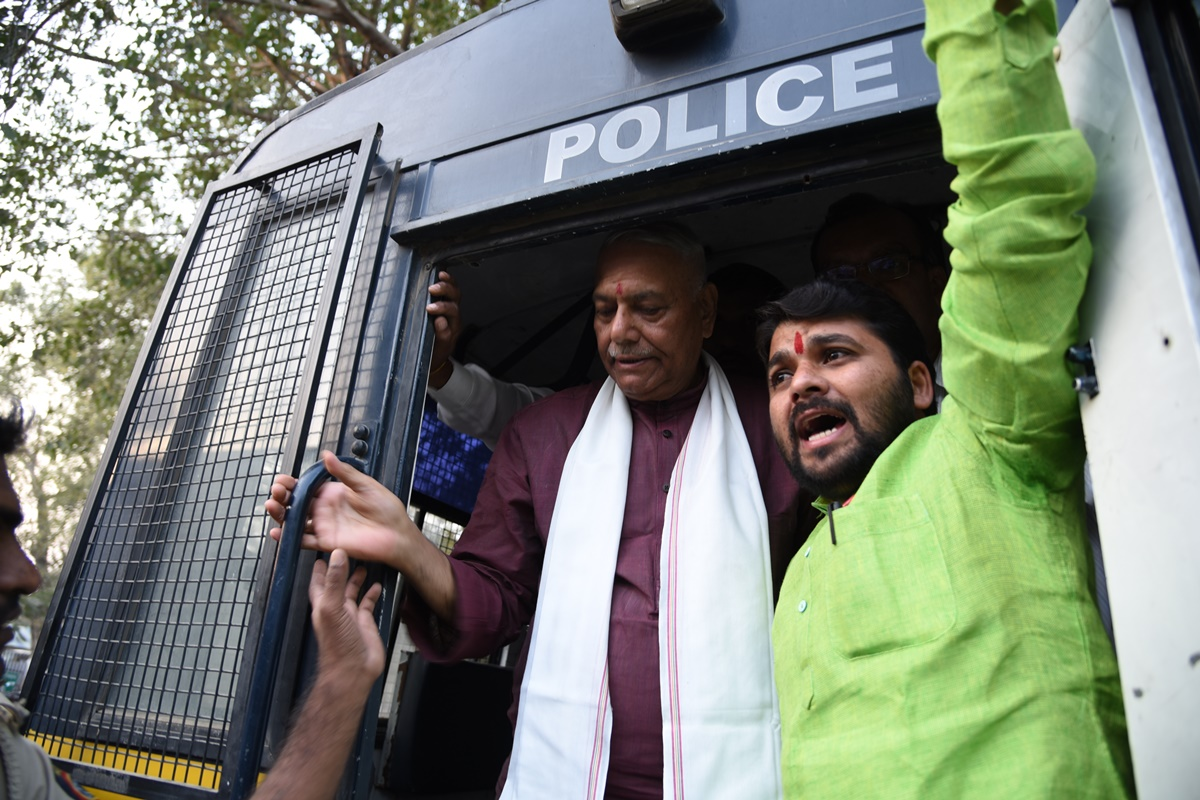 BJP Leader Yashwant Sinha Detained in Akola While Leading Farmers' March
