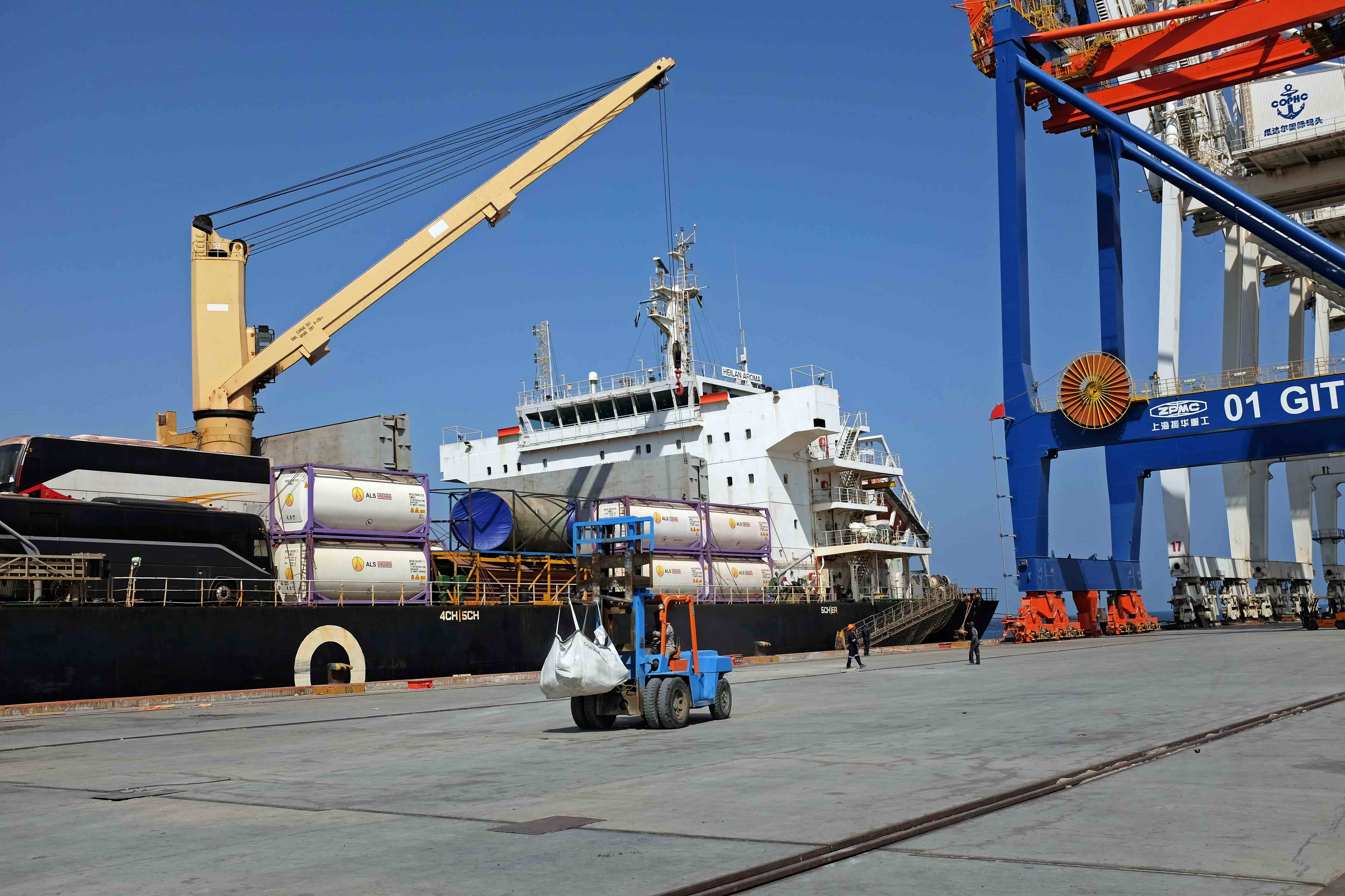China Gives Large Amounts of Aid to Pakistani Town Gwadar; Hopes to Extend Maritime Reach