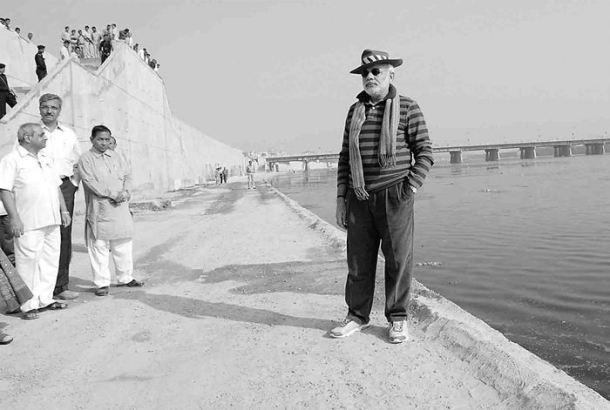 Narendra Modi at a work site on the banks of Sabarmati river in Ahmedabad. Credit: PTI/Files