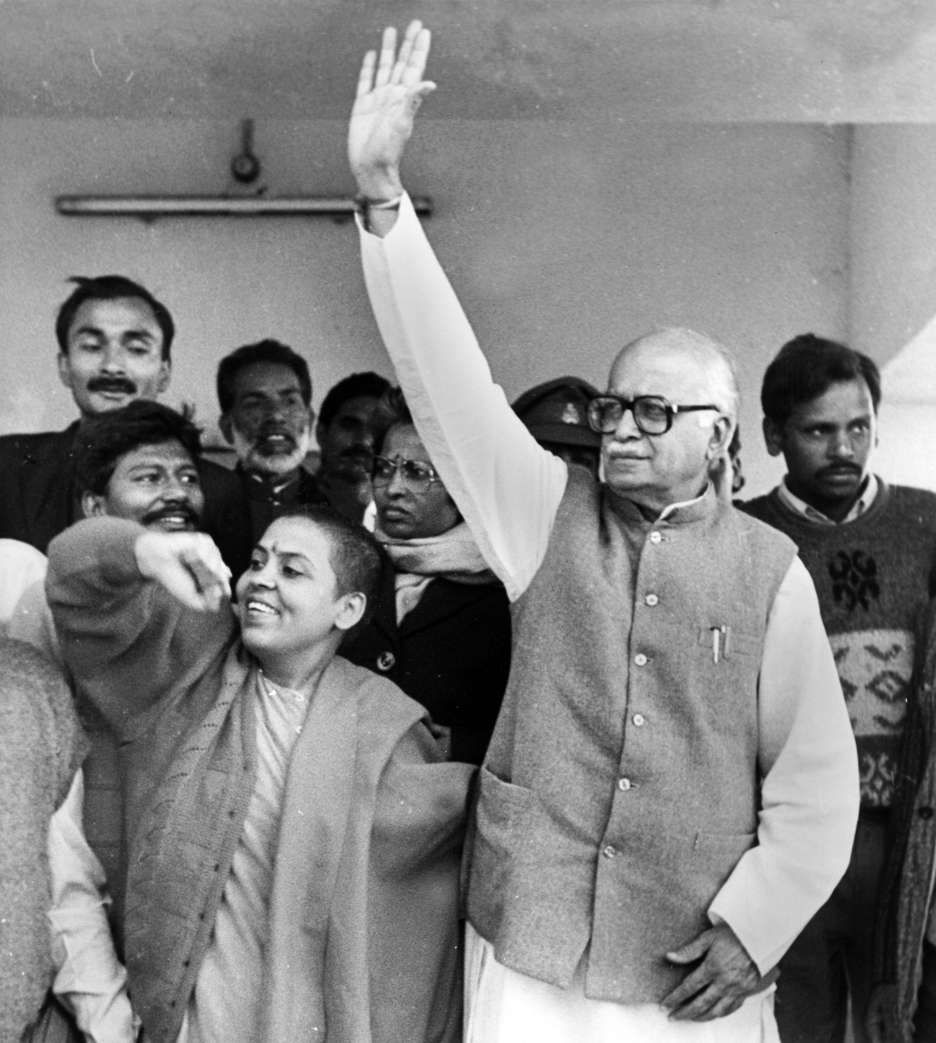 BJP leaders L.K. Advani and Uma Bharti waving to the crowd outside the court of the judicial magistrate at Akbarpur on December 10, 1992. Credit: T. Narayan