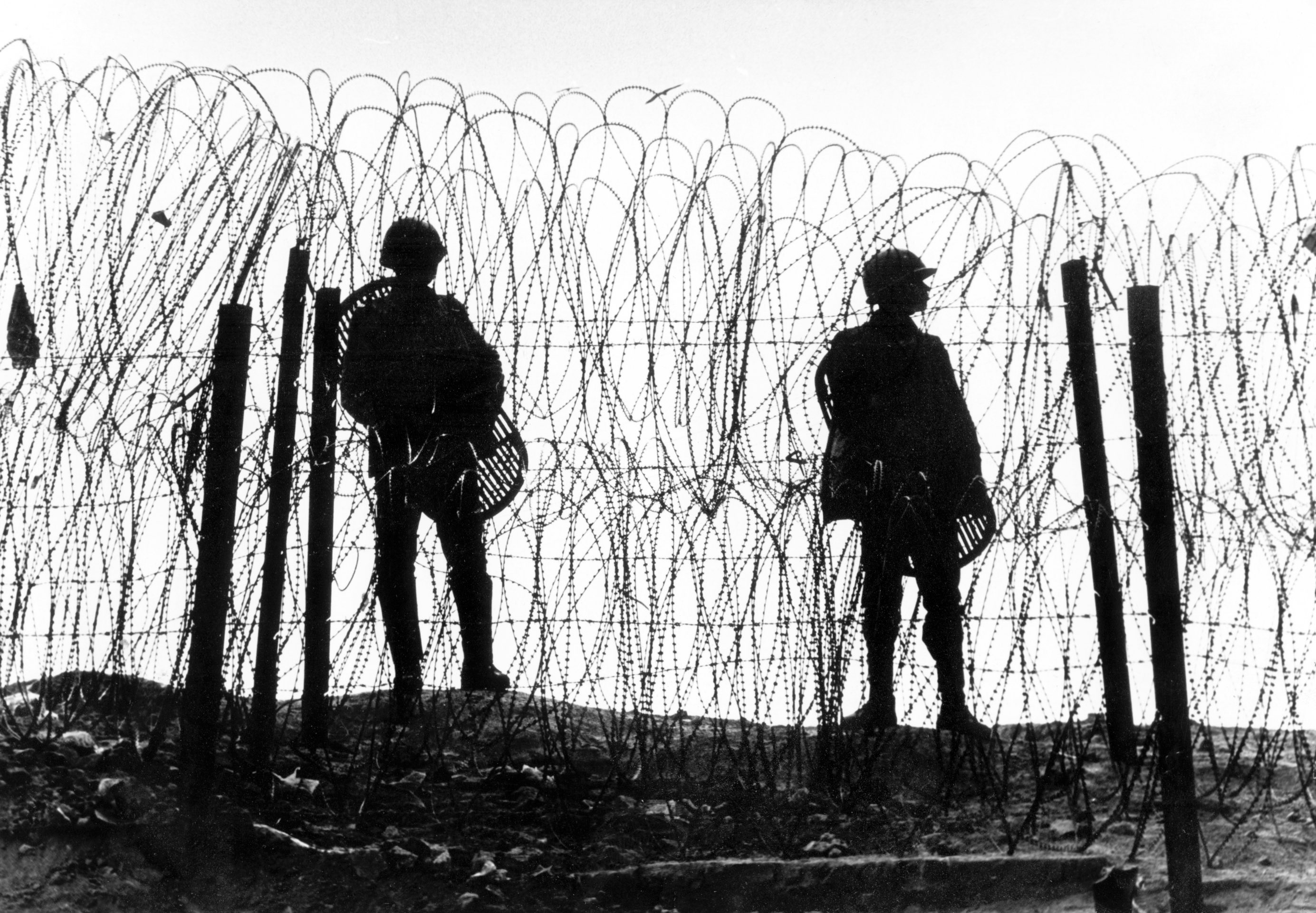 Barbed wire and paramilitary forces around the area of the destroyed Babri Masjid, on December 7, 1992. Credit: T. Narayan