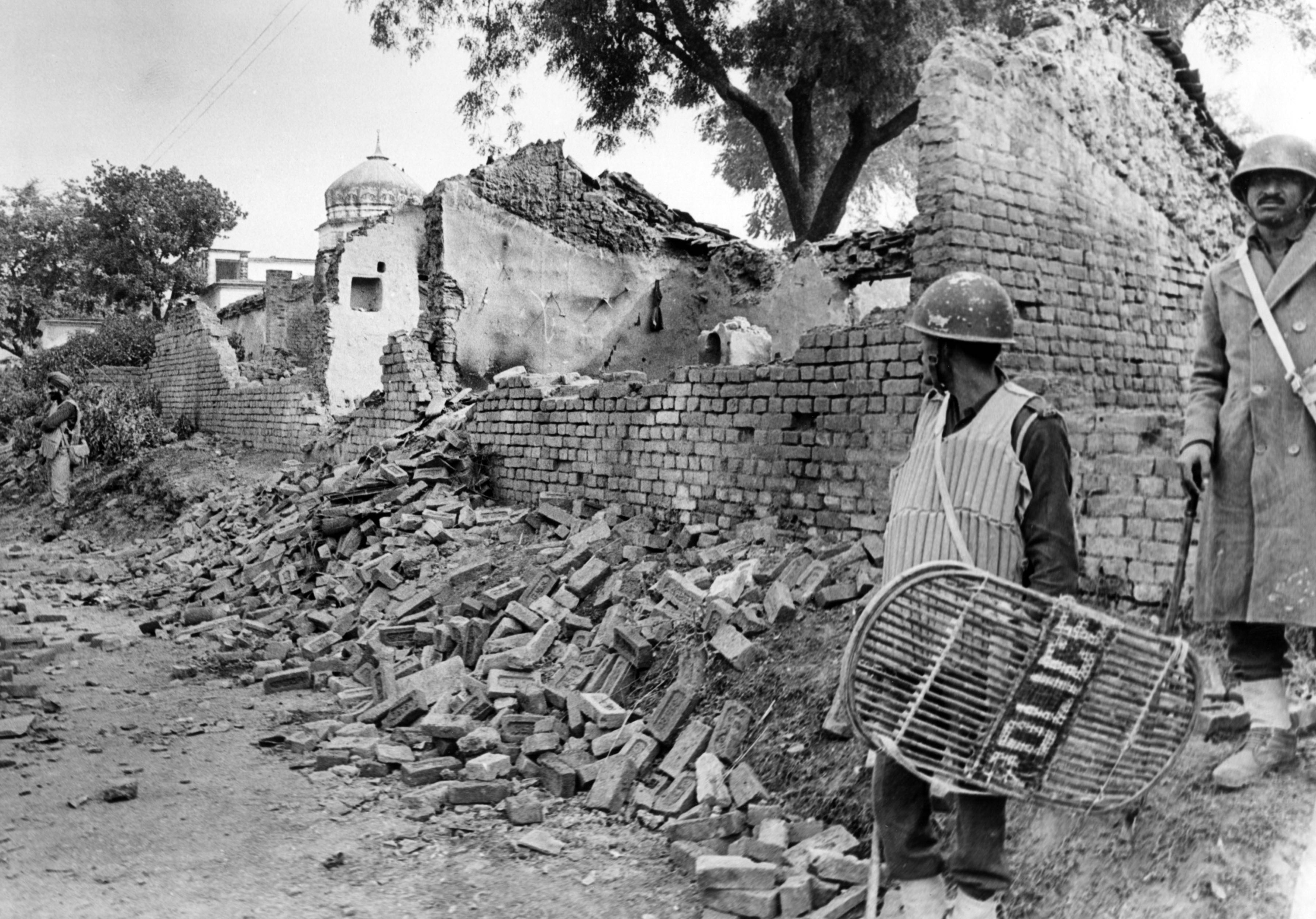 The scene on December 7, 1992: houses of Muslims around the Babri Masjid area vandalised and burnt down. Credit: T. Narayan