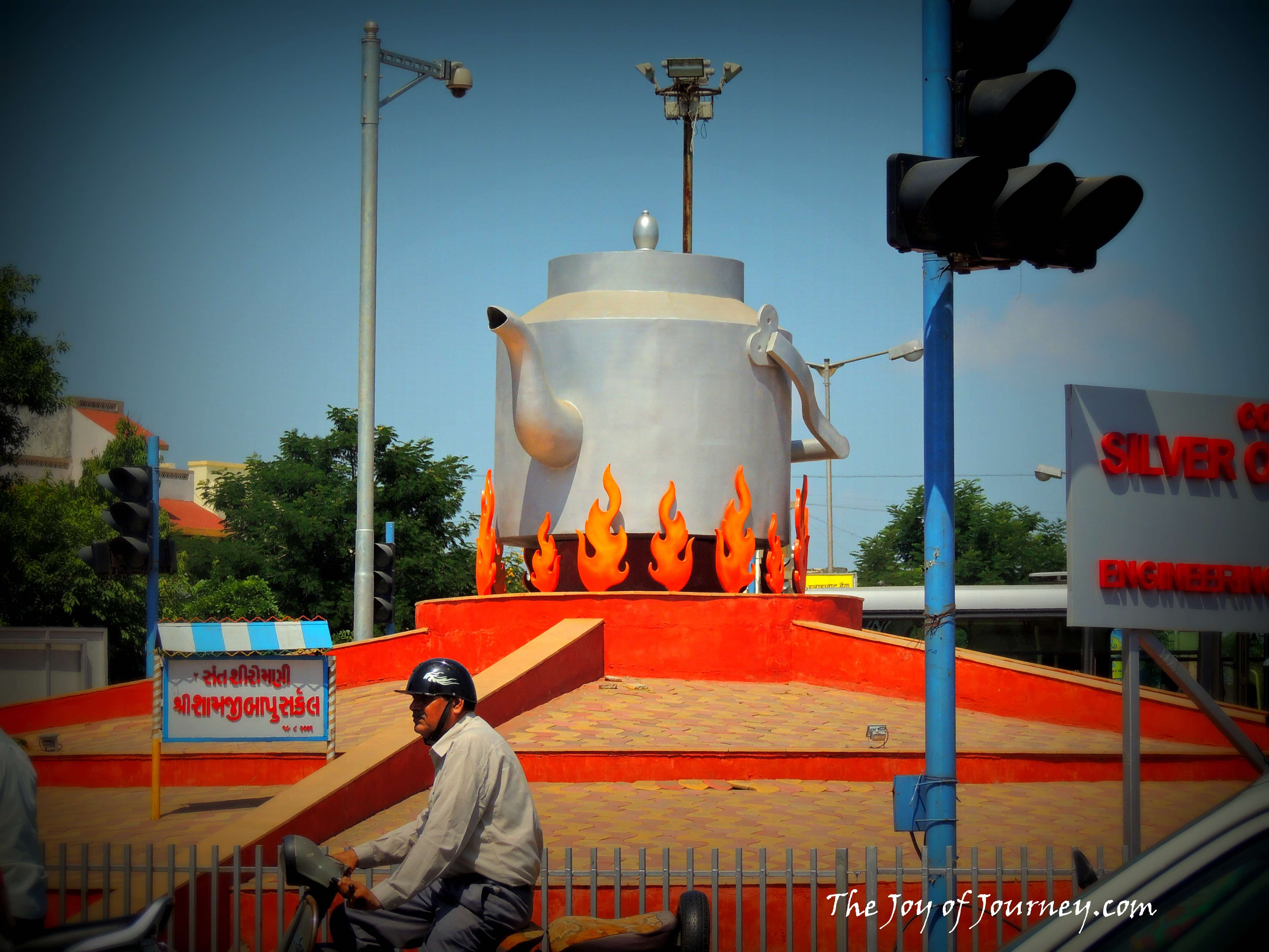 "The tea kettle circle at Ahmedabad. Credit: <a href=""https://thejoyofjourney.wordpress.com/2014/10/06/photo-blog-indias-first-tea-kettle-circleat-ahmedabad/"" target=""_blank"" rel=""noopener noreferrer"">The Joy of Journey</a>"