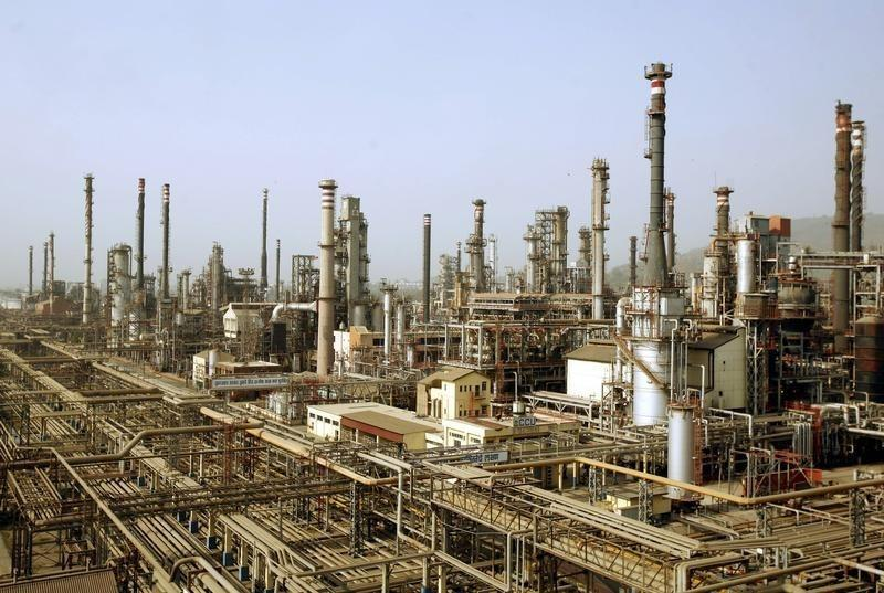 A view of Bharat Petroleum Corporation Ltd refinery is seen in Mumbai April 24, 2008. Credit: Reuters/Punit Paranjpe/Files
